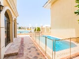 Photo Lavish 4 Bed Villa with Perfect Sea View