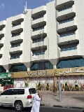 Photo Residential building on the main road in deira for