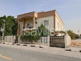 Photo Deluxe 4BR Villa | Halwan, Sharjah