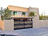 Photo 4BR Villa w/ Direct Access to Dubai Canal