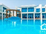 Photo Pool View villa in Palm Jumeirah in elite...