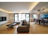 Photo Four Bedroom Apartment with Extensive Facilities