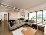 Photo Modern decor lowrise with easy access to Central