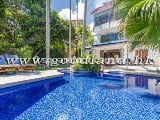Photo Huge Garden With Private Pool House